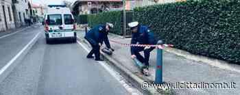 Biassono, quattro pali di ghisa abbattuti in un incidente: il sindaco investigatore e la polizia locale risalgono al responsabile - Cronaca, Biassono - Il Cittadino di Monza e Brianza
