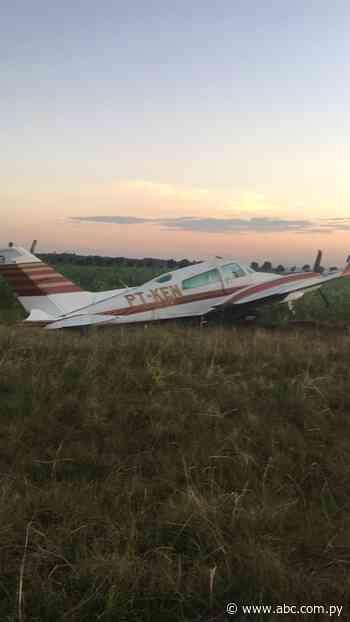 Avión con matrícula brasileña realiza aterrizaje de emergencia en maizal y es abandonado - Nacionales - ABC Color