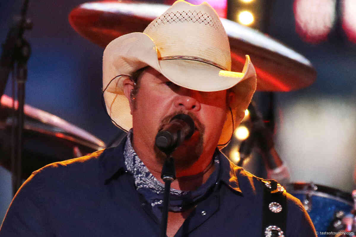 WATCH: Toby Keith Pays Tribute to Statler Brothers' Harold Reid