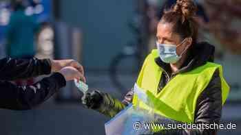 Maskenpflicht: Verkehrsbetriebe verteilen Material - Süddeutsche Zeitung
