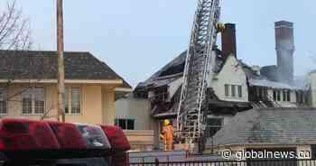 5-alarm fire seriously damages Dorval's Académie Sainte-Anne - Global News
