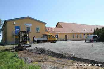 Bauarbeiten in Falkenhagen: Parkplatzbau am Ärztehaus Falkenhagen - Märkische Onlinezeitung