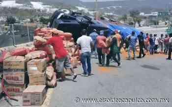 Vuelca camión que transportaba harina en la carretera de Tixtla - El Sol de Acapulco