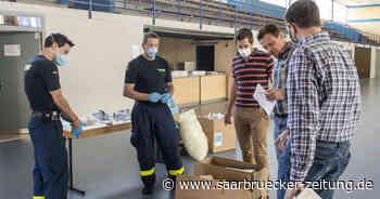 In der Sporthalle Mettlach wurde Verteilung der Schutzmasken vorbereitet - Saarbrücker Zeitung
