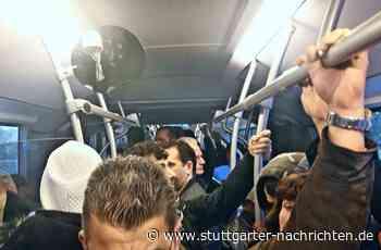 Buslinie nach Schwieberdingen - Trotz Kontaktsperre: Fahrgäste dicht an dicht - Stuttgarter Nachrichten