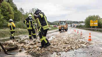 Feuerwehr Kreis Heidenheim: Wasserrohrbrüche fluten B19 bei Königsbronn und Kreisstraße bei Giengen-Hürben - SWP
