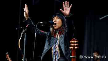 'Hold your head up': watch Buffy Sainte-Marie's rousing spoken word performance - CBC.ca