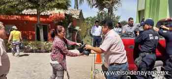 Alcalde de Acaponeta entrega despensas a habitantes de La Guásima - El Sol de Nayarit