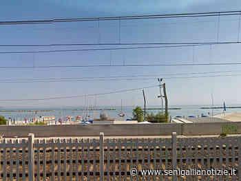 Avviata la pulizia della spiaggia di Falconara Marittima - Senigallia Notizie