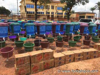 RCA : Un don de 100 sceaux d'eau et 1500 savons de la fédé de Centrafrique - Footafrique.com