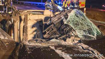 Dieser Audi hatte mal ein Dach: Frau überlebt Horror-Crash fast unverletzt - innsalzach24.de