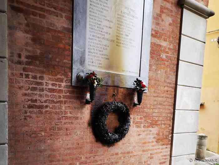 Bruciata corona ai Caduti del Comune di Budrio - Agenzia ANSA