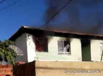 Brumado: Casa fica incendiada após suspeitos atearem fogo - Voz da Bahia