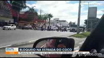 Moradores de Lauro de Freitas protestam contra problemas no atendimento da Caixa Econômica - G1
