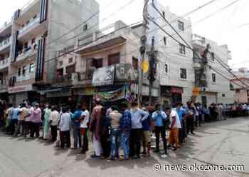 Lockdown di New Delhi Dilonggarkan, Ratusan Orang Antre Beli Minuman Keras - Okezone Celebrity