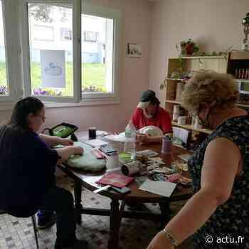Le Conseil citoyen de La Madeleine à L'Aigle vend le masque un euro - Normandie Actu