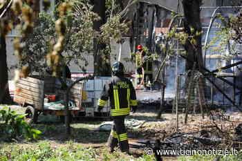 Arluno: pioppeto in fiamme, il fuoco arriva a un deposito e distrugge auto e roulotte - Ticino Notizie