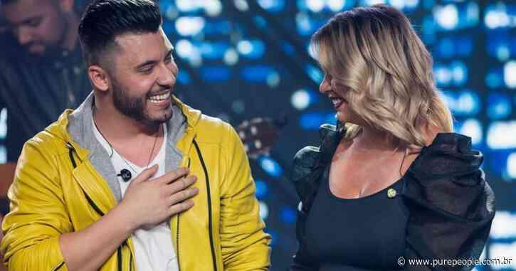 Namorado de Marilia Mendonça dá beijo em cantora e vê foto do filho em live. Vídeos! - Purepeople.com.br
