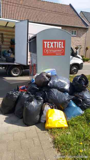 Textielcontainers kunnen toevloed aan kledij niet aan