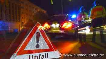 Fahrer kommt von nasser Straße ab und überschlägt sich - Süddeutsche Zeitung