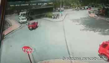Impresionante accidente de tránsito en vía Guaduas–Bogotá: vehículo terminó incrustado en una casa - Noticias Caracol