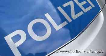 Polizeibericht : Wandlitz: Autofahrer fliegt aus Kreisverkehr - Berliner Zeitung