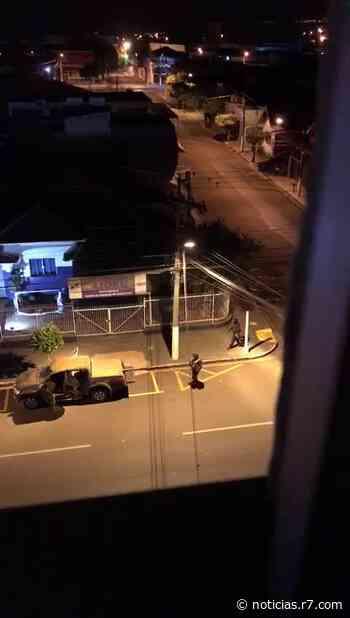 Criminosos fortemente armados atacam bancos em Ourinhos (SP) - R7
