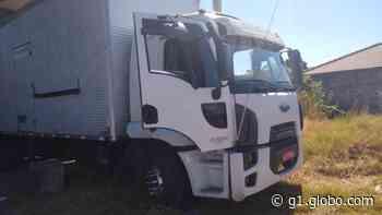 Dupla é flagrada com caminhão desmontado dentro de galpão em Porto Feliz - G1