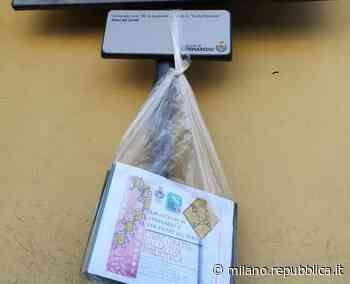 Libri sospesi a Cornaredo: la biblioteca pubblica regala volumi destinati al macero lasciandoli in giro per il paese - La Repubblica