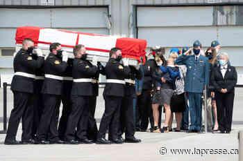 Le Canada rend hommage aux militaires morts en hélicoptère