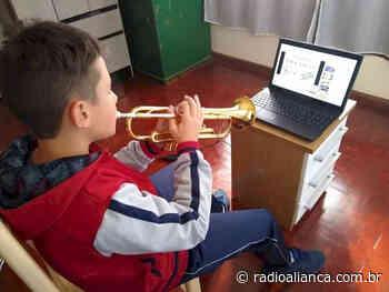 Alunos de música de Ipira aprendem em casa com aulas virtuais - Rádio Aliança 750khz