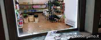 Bolgare, sfonda la vetrina con un tombino Furto in un negozio di ortofrutta a Bolgare - L'Eco di Bergamo