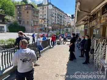 Saint-Vincent, rinvio apertura negozi, bar e ristoranti: esercenti e commercianti scendono in piazza «non ce la facciamo più» - News VDA - gazzettamatin.com