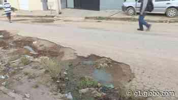 Moradores reclamam de esgoto e buracos nas ruas em Esmeraldas - G1
