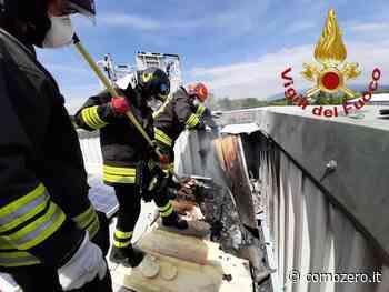 Vigili del fuoco a Guanzate: incendio al'impianto fotovoltaico sul tetto di un capannone - ComoZero