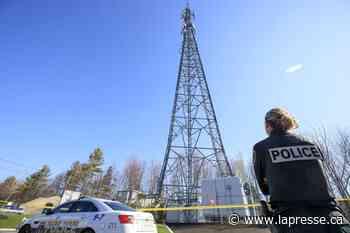Tours cellulaires: deux nouveaux incendies, deux arrestations