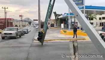 Fuertes vientos derriban semáforo en Cárdenas y Abasolo - Periódico Zócalo
