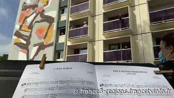 Saint-Pierre-des-Corps : l'harmonie contre la monotonie avec un concert sous les balcons de la maison de retra - France 3 Régions