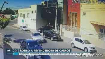 Quadrilha invade revendedora em Elias Fausto, rende funcionários e leva seis carros; VÍDEO - G1