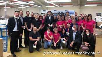 Coronavirus : en visite dans une usine de masques à Annoeullin, Christophe Castaner oublie les gestes barriè - France 3 Régions