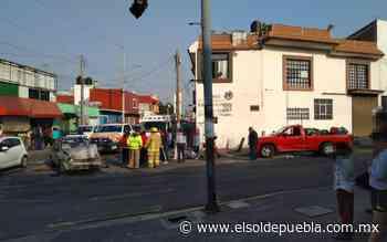 Se pasa el alto y choca en la Guadalupe Victoria - El Sol de Puebla