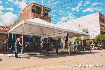 Prefeitura de Brejo da Madre de Deus monta tendas em frente às lotéricas para acomodar pessoas que vão receber o auxílio emergencial - G1