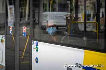Uren werk om brandstofspoor van lijnbus weg te krijgen - Het Nieuwsblad