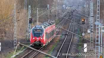 Wegen Fotos auf Gleisen: Zug stoppt knapp vor Jugendlichen - Süddeutsche Zeitung