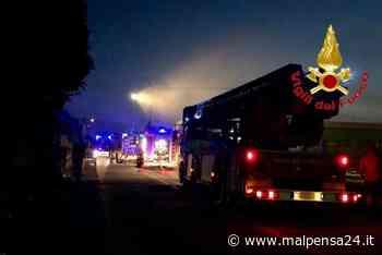 Incendio in via Pastrengo a Fagnano: brucia un magazzino di 100 metri quadrati - malpensa24.it