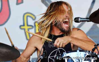 Foo Fighters: Taylor Hawkins gibt Schlagzeugunterricht in Corona-Isolation - Rolling Stone