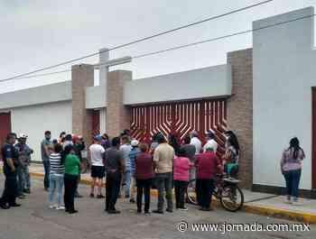 Pobladores de Zumpango protestan frente a funeraria; exigen cierre - La Jornada