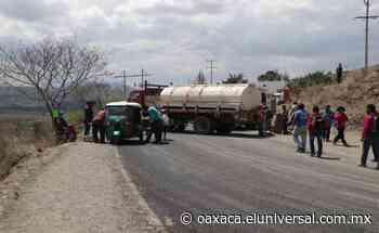 Bloquean en Sola de Vega carretera a Puerto Escondido; exigen retorno de 99 familias desplazadas por violencia - El Universal