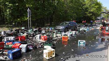 Unfall in Ottendorf-Okrilla: Bierkästen landen auf Pkw und Straße - Lausitzer Rundschau