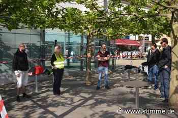 Wenige Demonstranten bei täglicher Grundrechte-Mahnwache in Neckarsulm - Heilbronner Stimme